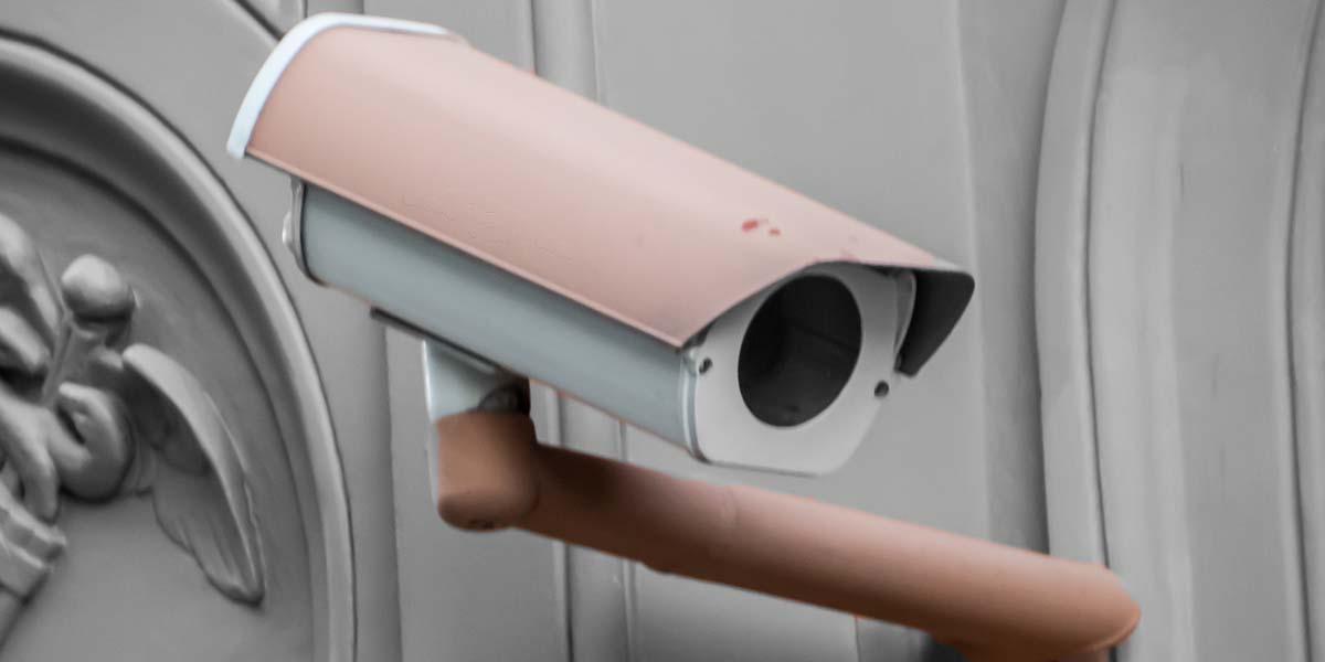 Instalación de cámaras falsas de videovigilancia