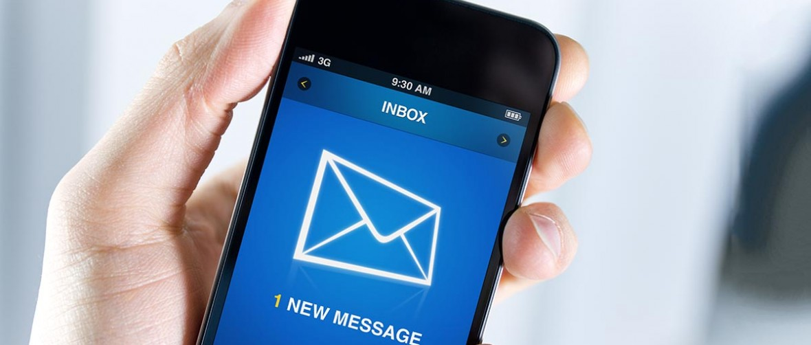 Email y móvil personal, ¿debes incluirlos en el contrato?